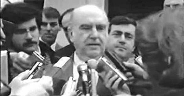 i-istoriki-omilia-tou-andrea-papandreou-pou-etrepse-se-fygi-tous-tourkous-to-1987